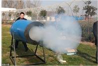 """小伙发明""""雾霾大炮"""" 可发射雾霾"""